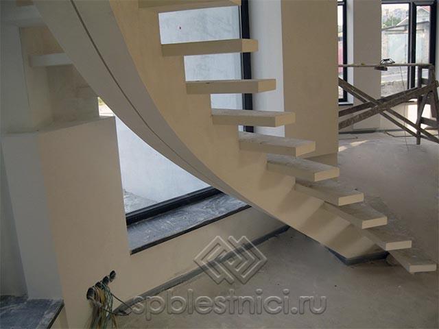 Бетонная лестница в частном доме СПБ