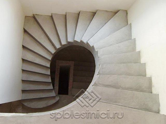 Бетонная забежная лестница СПБ