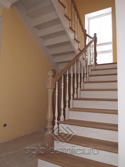 Деревянные лестницы из сосны в Санкт Петербурге