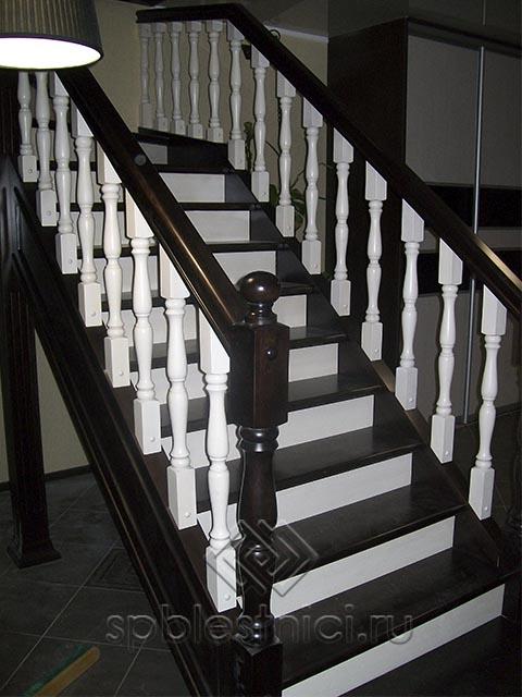Деревянные лестницы на второй этаж в деревянном доме СПБ