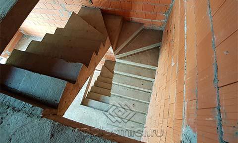 Фото бетонная лестница на четвёртый этаж