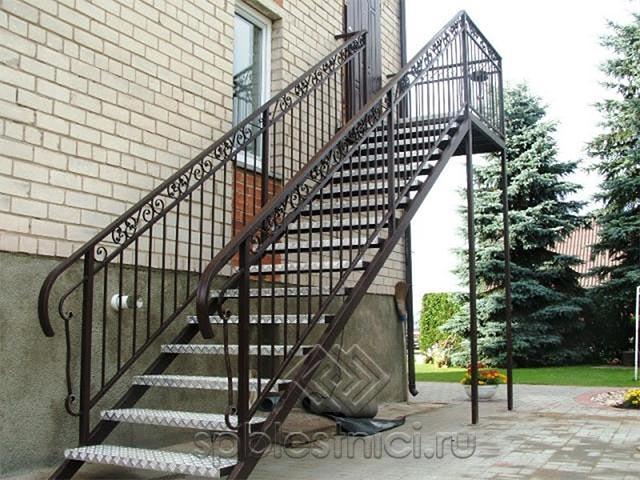Лестница металлическая уличная в СПБ