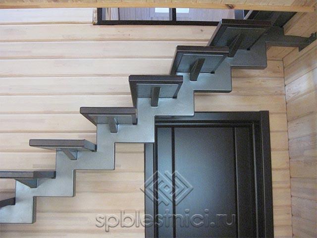 Лестница на металлическом каркасе в СПБ