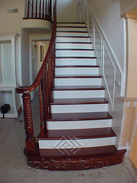 Лестницы деревянные с поворотом на 90 градусов