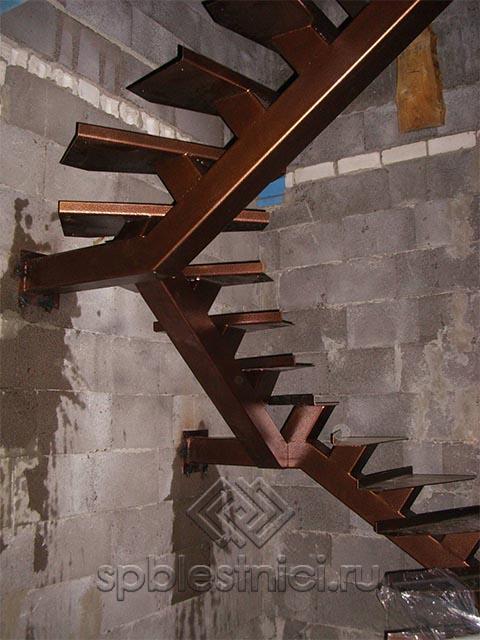 Металлическая лестница для загородного дома в Санкт Петербурге
