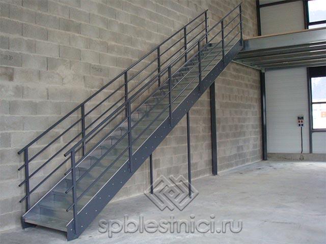 Монтаж металлической лестницы в Санкт Петербурге
