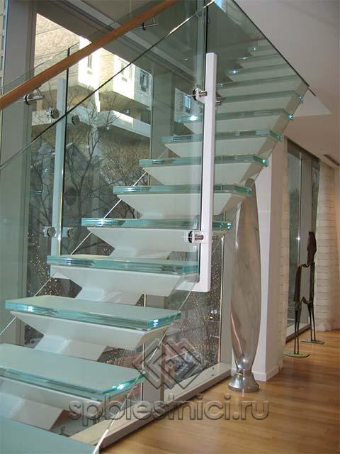 Изготовление стеклянной лестницы