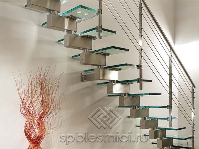 Производство стеклянных лестниц в Санкт Петербурге