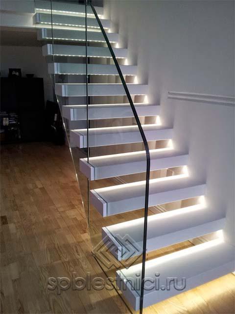 Стеклянная лестница цена СПБ